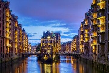 Kanalblick auf das Wasserschloss Speicherstadt Hamburg